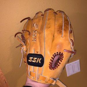 "SSK Leather 12.5"" Baseball Softball Glove - SST-75"